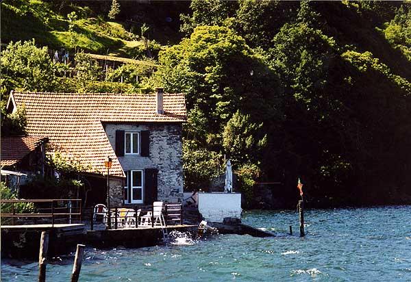 Haus-mit-See-rechts